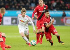 Deutsche Bundesliga, Bayer 04 Leverkusen vs. RasenBallsport Leipzig - Emil Forsberg (RB Leipzig) und Charles Aranguiz (Leverkusen) - Foto: GEPA pictures/Sven Sonntag
