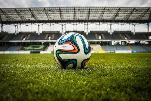 Fußball Stadion: SPORT4FINAL Kommentar zur verspäteten DFL-Entscheidung - Quelle: pexels