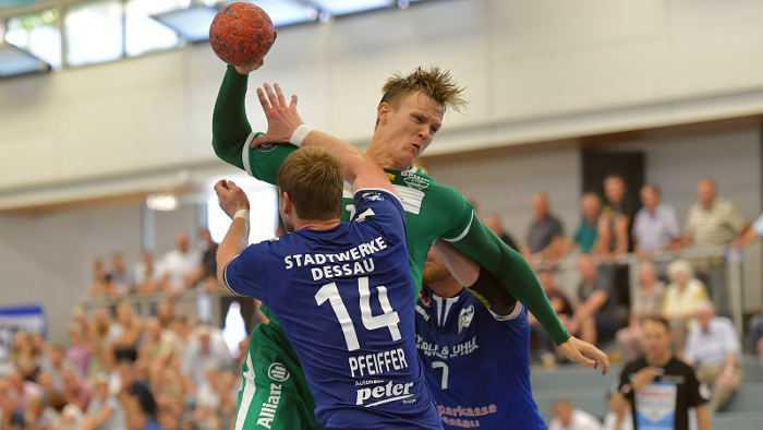 Niclas Pieczkowski - SC DHfK Leipzig vs. Dessau-Roßlauer HV - Handball DHB-Pokal - Foto: Rainer Justen