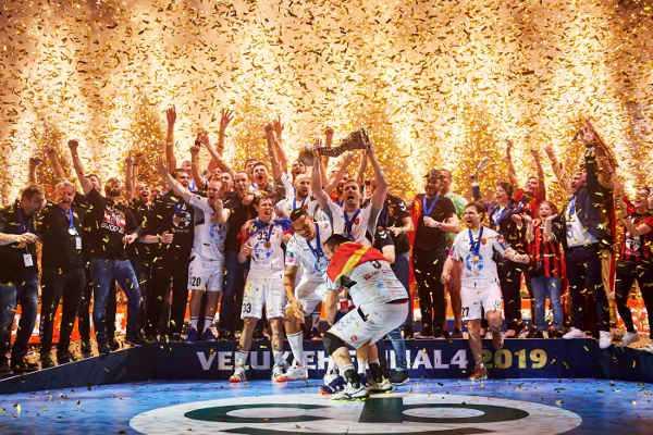Handball VELUX EHF Final4 HC Vardar Skopje Siegerehrung - Foto: EHF / Heimken, Hocevar, Lämmerhirt, Stadler