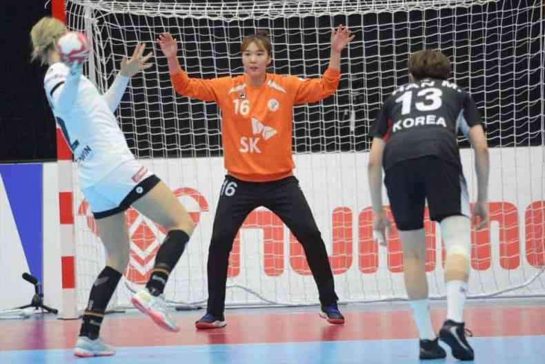 Handball WM 2019 - Shenia Minevskaja beim Siebenmeter - Deutschland vs. Südkorea - Copyright: IHF