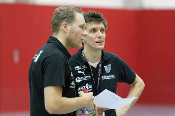 HC Leipzig - Cheftrainer Fabian Kunze und Jacob Dietrich (v. l.) - Foto: HC Leipzig