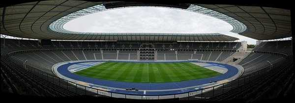 Copyright: https://pixabay.com/photos/olympic-stadium-stadium-berlin-363477/ - Licence: Pixabay Licence. Bild vonPeter TimmerhuesvonPixabay.