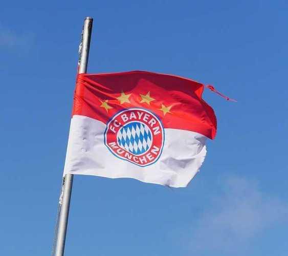 FC Bayern München - Copyright: https://pixabay.com/de/photos/fc-bayern-m%C3%BCnchen-vereinsfahne-1362774/ - Lizenz: Pixabay Licence. Bild von Erich WestendarpaufPixabay.