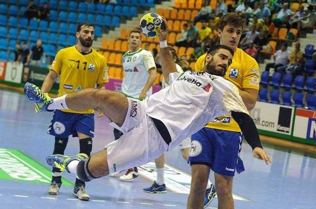 Handball EHF Champions League - Deutschland ist als Nation an der Spitze der erfolgreichen Handballclubs - Copyright: https://pixabay.com/de/photos/sport-handball-partei-ballon-2102975/ - Lizenz: Pixabay Licence. Bild vonOscar AznaraufPixabay.
