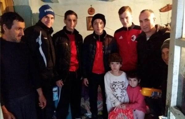 Fotbaliștii Sântanei, sensibili la nevoile semenilor