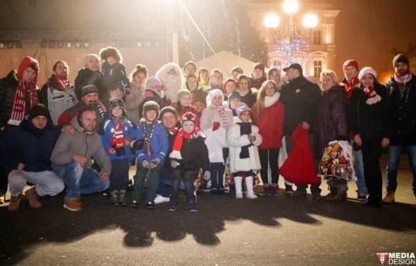 Suporterii UTA-ei, ajutoare pentru Moș Crăciun la Arad și Comlăuș