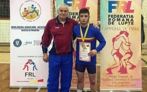 """Aur național și dinstincția de  """"Maestru al Sportului"""" pentru luptătorul arădean, Mihai Mihuț"""