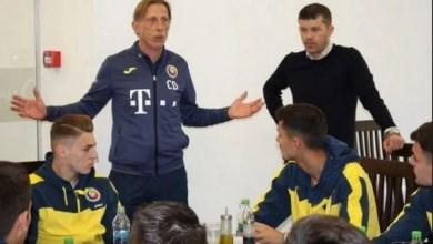 """Photo of Petre a făcut primul antrenament sub comanda lui Isăilă și s-a întâlnit cu Daum: """"Sunteți norocoși că jucați fotbal!"""""""