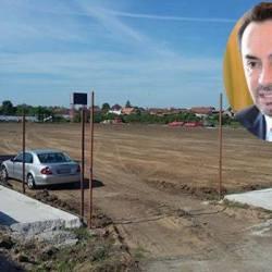 """CLM a votat gazon natural pe """"Motorul"""", Falcă l-a transformat din nou în artificial! Municipalitatea susține că UTA ar putea juca din toamnă în Aradul Nou"""