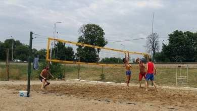 Photo of 640 de tone de nisip pentru noile terenuri de volei pe plajă din Arad!