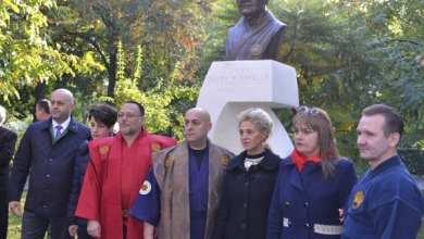 Photo of Bustul lui Mihai Botez tronează în Parcul Pădurice, iar sala de sport a UAV i-a luat numele parintelui artelor marțiale românești