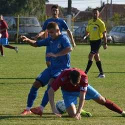 """Zărăndanii își continuă ascensiunea, """"alb-roșii"""" pun tunurile pe arbitri: CS Ineu - Victoria Felnac 4-2"""
