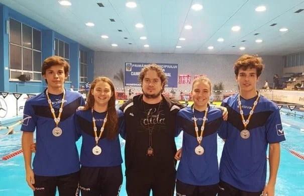 Premieră în natația arădeană: Ștafeta mixtă a CSȘ Gloria - vicecampioană națională la Hunedoara