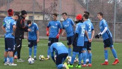 """Photo of UTA a deplasat 25 de fotbaliști la Moneasa, dintre care 16 sunt juniori: """"Să folosească fiecare ocazie pentru a juca pentru acest club!"""""""