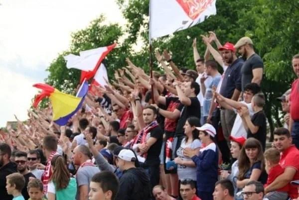 Suporterii arădeni anulează deplasarea la Sânmartin și donează banii de bilete unui caz umanitar