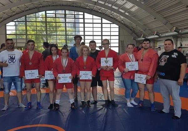 """Arădeni de bronz la """"naționalele"""" de sambo pentru seniori: """"Participare mare, miza a fost participarea la mondiale"""""""