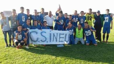 Photo of Zărăndanii – campioni județeni la juniori mari fără drept de apel: CS Ineu – Cetate Săvârșin  8-0