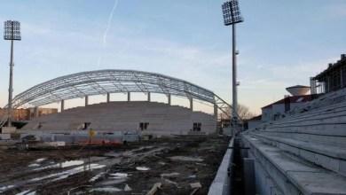 """Photo of În ziua în care fanii UTA-ei """"inaugurează"""" stadionul """"Francisc Neuman"""", constructorul Tehnodomus îi solicită cu tupeu Primăriei decalarea termenului de finalizare"""