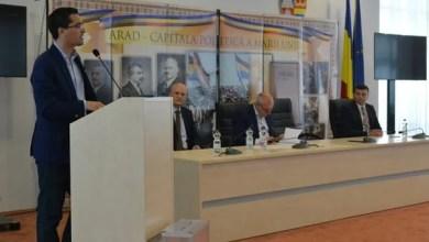 Photo of Sub privirile lui Burleanu, Adi Lucaci a luat oficial un nou mandat de președinte al AJF Arad, Mako și Coman rămân vicepreședinți!