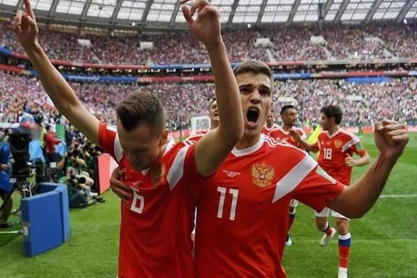 """""""Mondialul"""" din Rusia a început cu un gest obscen și al doilea cel mai mare scor din istorie într-un meci de deschidere"""