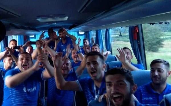 """Povestea deplasării Crișului la Bustuchin și """"fiesta"""" promovării în Liga 3-a! Imagini FOTO și Video"""