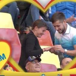 Felnăcanul Alex Sabău și-a cerut iubita în căsătorie înainte de România - Serbia, în fața unui stadion plin