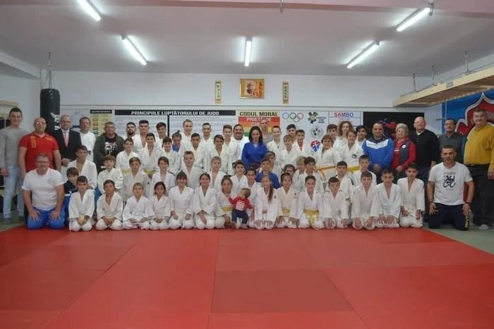 """O nouă sală de judo în Arad! Sambo, Jiu-Jitsu și MMA – celelalte sporturi ce mai pot fi învățate la """"Panda Team"""", de la Bazinul """"Delfinul"""""""
