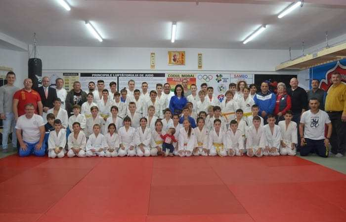 """Porți deschise pentru Panda Team Arad de Ziua Mondială a Judo-ului: """"Plantează un copac"""" e tema anului ce va fi cultivată și la Bazinul """"Delfinul"""""""