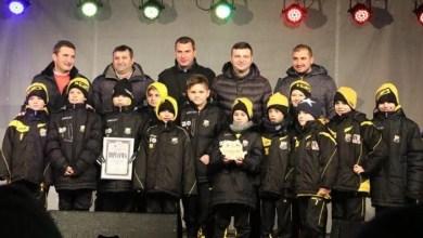 """Photo of Povestea (de Crăciun) a grupei campioane la """"Gheorghe Ola"""": """"O mândrie, dar scopul final e să scoatem fotbaliști pentru Arad, pentru UTA"""""""