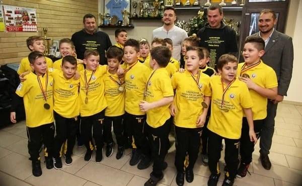 """Adi Petre, în pielea Moșului pentru campionii naționali la """"Gheorghe Ola"""""""