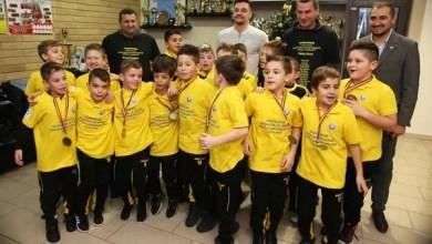 """Photo of Adi Petre, în pielea Moșului pentru campionii naționali la """"Gheorghe Ola"""""""