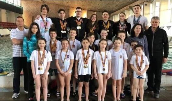 Înotătorii CSM-ului pregătesc sezonul, cucerind noi medalii