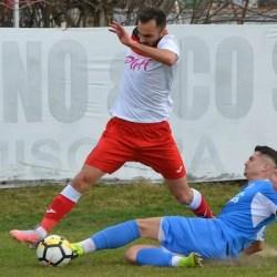 Live-text ora 17: Șoimii Lipova - FC Hunedoara 1-0, final