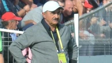 """Photo of Popa a fost în vestiarul utist de ziua sa, înainte de a pleca la un nou control la Cluj: """"A umblat la moralul jucătorilor, căci tactic mai cântărim variantele"""""""