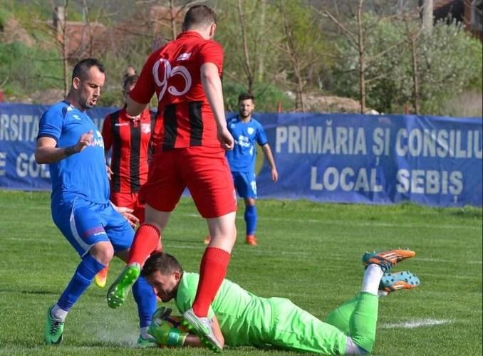 """Poate ține Sebișul piept liderului din Valea Domanului? """"Vrem să jucăm un fotbal spectaculos, o să atacăm pentru rezultatul maxim"""""""