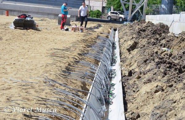 """Gazonul de pe """"Francisc Neuman"""" trebuia finalizat cel târziu în iunie! Totuși, Primăria ne asigură: """"La începutul lunii august se demarează procesul de montare..."""""""