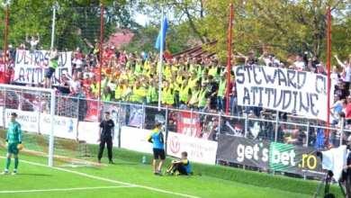 """Photo of Aroganțele ultrașilor utiști la adresa rivalilor """"alb-violeți"""", singura consolare a unui derby trist"""