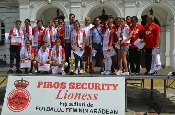 Piroș Security Arad ar putea respecta protocolul autorităților, dar cum va convinge fotbalistele să renunțe la joburi pentru cantonamente permanente?