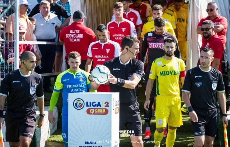 """Arbitrii, puși la zid de antrenorul Mioveniului: """"Suntem vânați, Iacob mi-a spus că a fost penalty!"""" Portarul UTA-ei infirmă totul"""