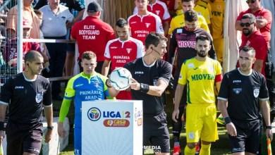 """Photo of Arbitrii, puși la zid de antrenorul Mioveniului: """"Suntem vânați, Iacob mi-a spus că a fost penalty!"""" Portarul UTA-ei infirmă totul"""