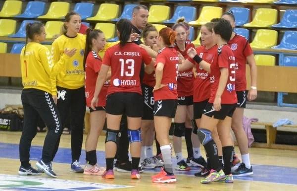 Handbalistele Crișului sună adunarea în a treia zi a anului, meciul cu Minaur Baia Mare se apropie cu pași repezi