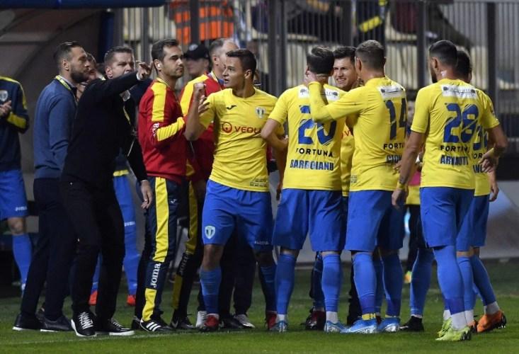 """Liga a II-a, etapa a 11-a: (Și) """"lanterna"""" din Snagov o încurcă pe U. Cluj, Petrolul - la primul succes intern al campionatului"""