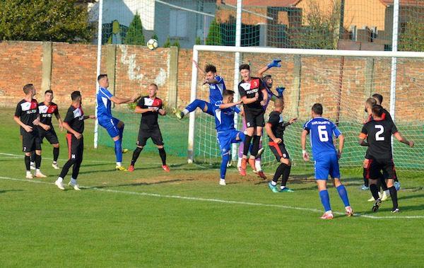 Cornea din...corner decide derby-ul de podium: Unirea Sântana - Victoria Zăbrani 0-1