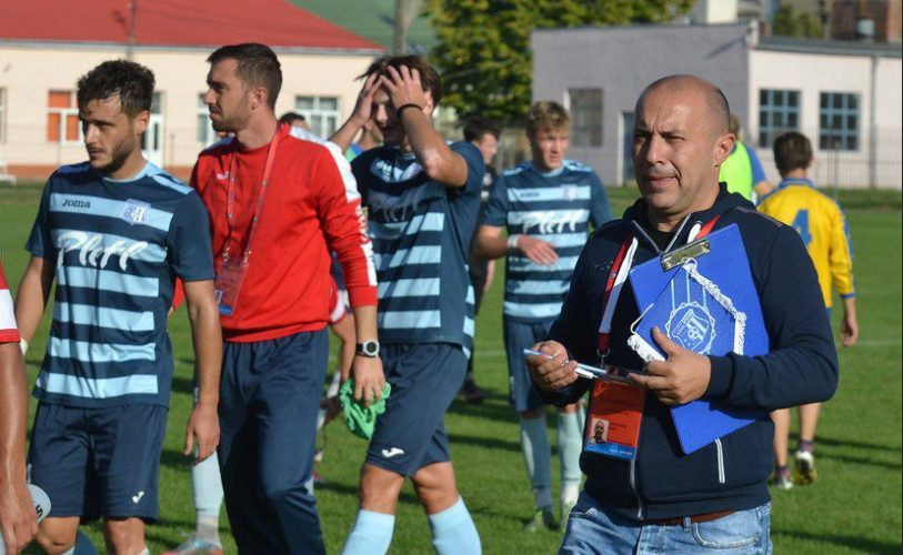 """Mesaje pentru Sabău și Demetrescu din partea managerului Crișului: """"Să-și ia licența și apoi să vorbească despre terenul nostru, ne bucurăm că ne apreciază antrenorul"""""""