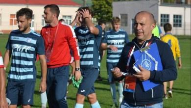 """Photo of Mesaje pentru Sabău și Demetrescu din partea managerului Crișului: """"Să-și ia licența și apoi să vorbească despre terenul nostru, ne bucurăm că ne apreciază antrenorul"""""""