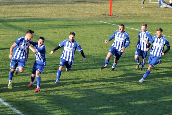 S-au așezat în fotoliul de lider până la primăvară, la ultima fază: Victoria Felnac - Victoria Zăbrani 0-1