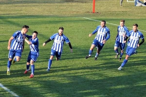 S-au așezat în fotoliul de lider până la primăvară, la ultima fază: Victoria Felnac – Victoria Zăbrani 0-1