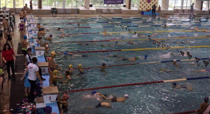 Sportivii CSM și CSȘ Gloria, pe podiumul Cupei Aradului la înot