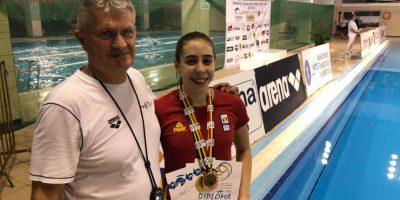 """Arădeanca Andreea Popescu a cucerit opt medalii la """"naţionalele"""" de înot în bazin scurt"""